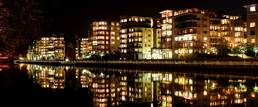 The river Nissan runs thru Halmstad city center.