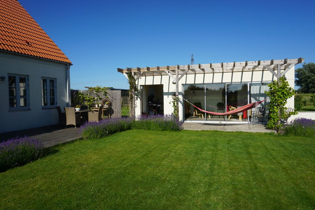 Nice garden and a lovely concervatory