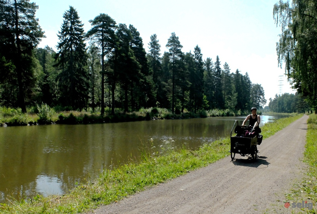 Go by bike by the channel (20 km from Mariestad)