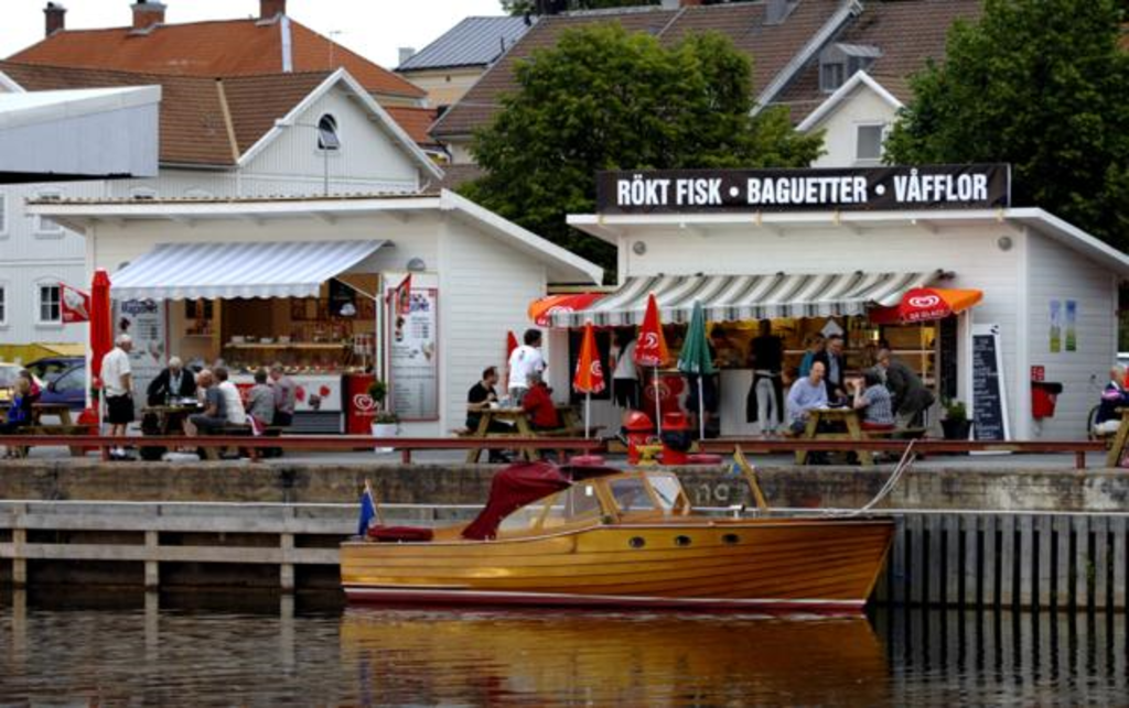Some restaurants in the harbour