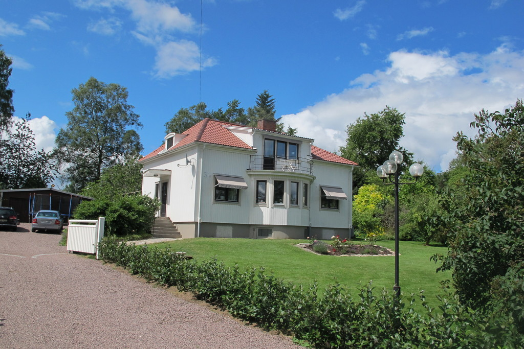 The House seen from the road