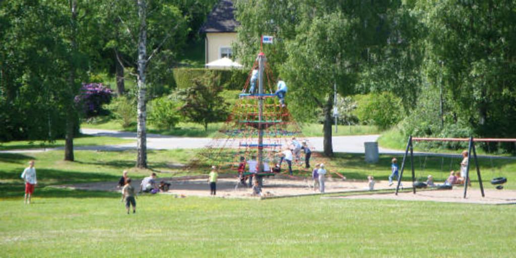 Nearby park - Ösbyparken