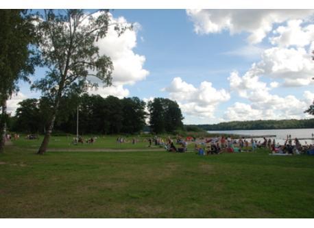 Lundhagenbadet, a child friendly beach with jetties