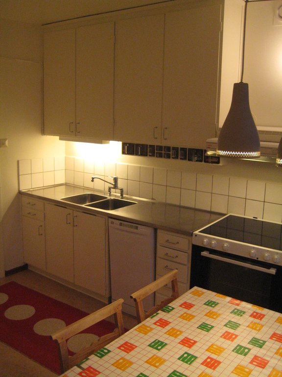 4-6 people can be seated in the kitchen