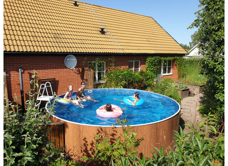 The pool in our garden. 460 centimeters wide and 110 centimeters deep.