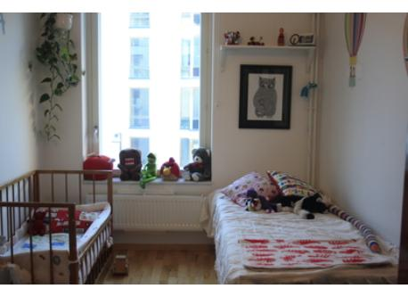 We don´t have the crib anymore. The room is now full of toys for children.