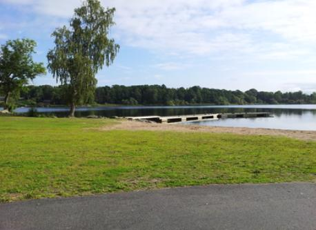 Small beach by the lake Drevviken, 1 km from the house