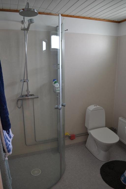 Bathroom  groundfloor