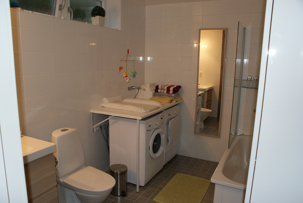 Bathroom with bathtub and washer/dryer