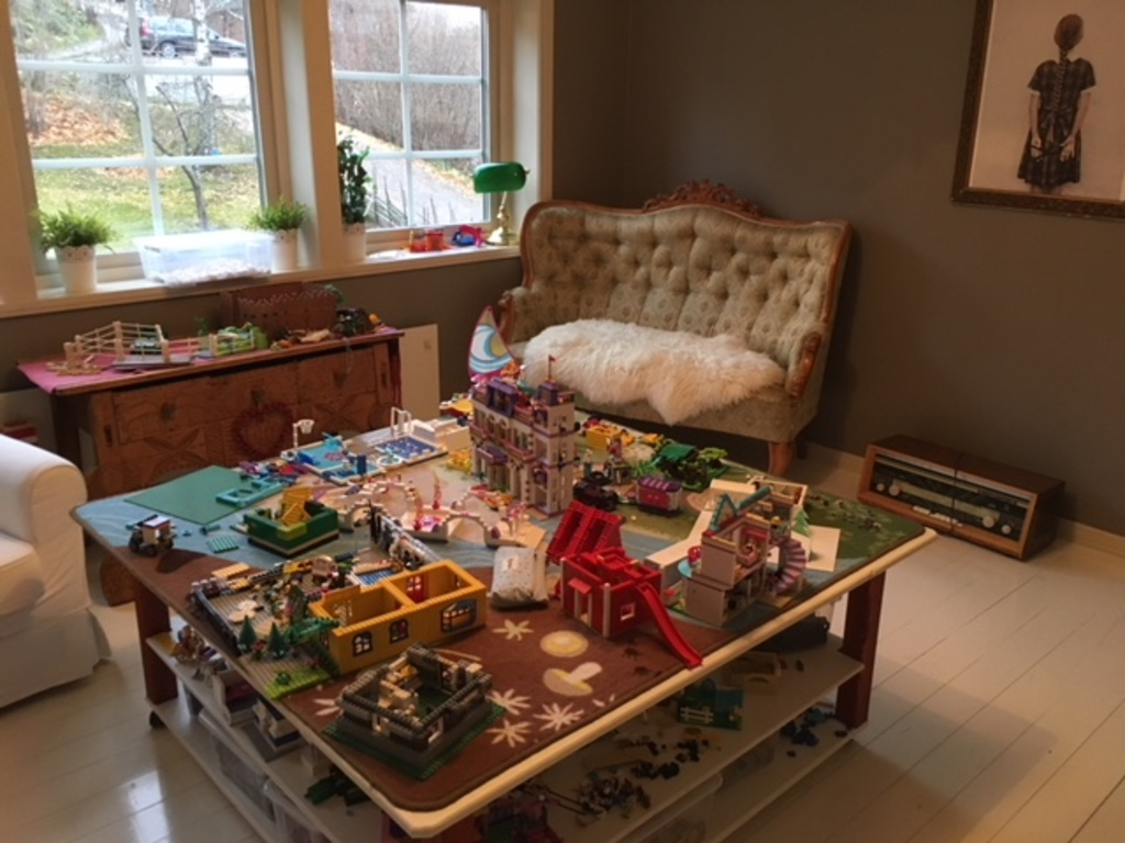 Upstairs living room - Lego playing table