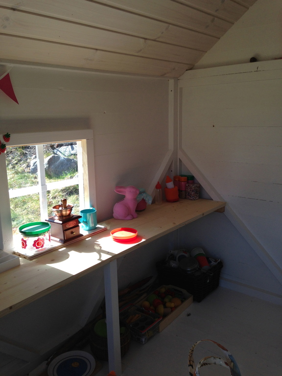 Playkitchen in the playhouse