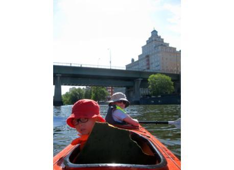 Kayaking around Kungsholmen with the children