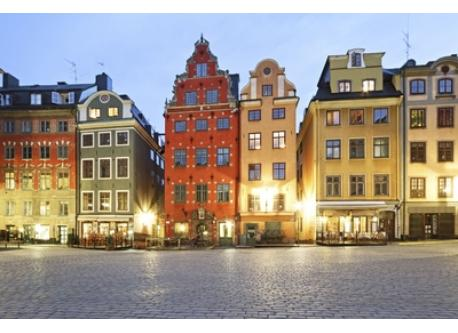 Another view of Stortorget by night.