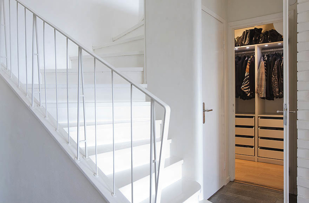 Stairs and walk-in-closet