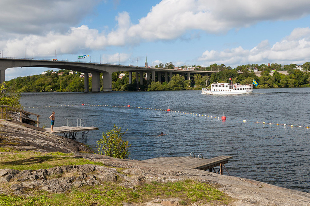 Public swimming at lake Mälaren