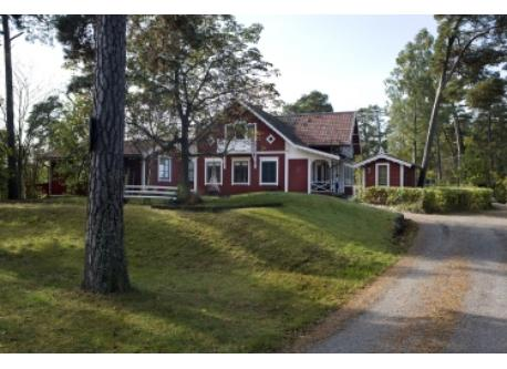 The house is located on a large wooded peninsula, right on the Baltic Sea.