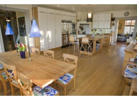 Large 35m2 kitchen, seats 12 people