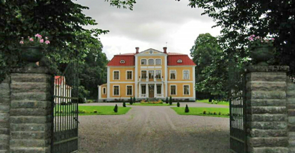 Blombergs säteri. One of the many Manors surronding Kinnekulle. 3 km from Husaby