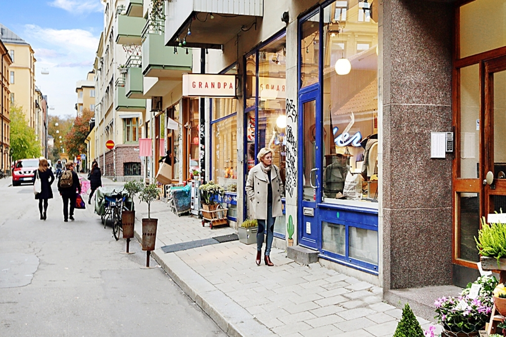 There is a lot of cafés and small designer shops in the area called SoFo