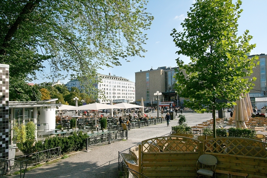 The Main Square: Medborgarplatsen. Pubs and food market