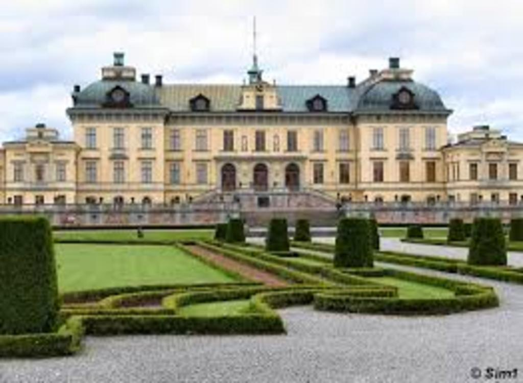 Drottningholm caste, where the Swedish king and queen live (world heritage)