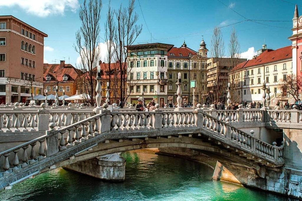 Tromostovje - The Triple Bridge is a group of three bridges across the Ljubljanica River , Architect: Jože Plečnik