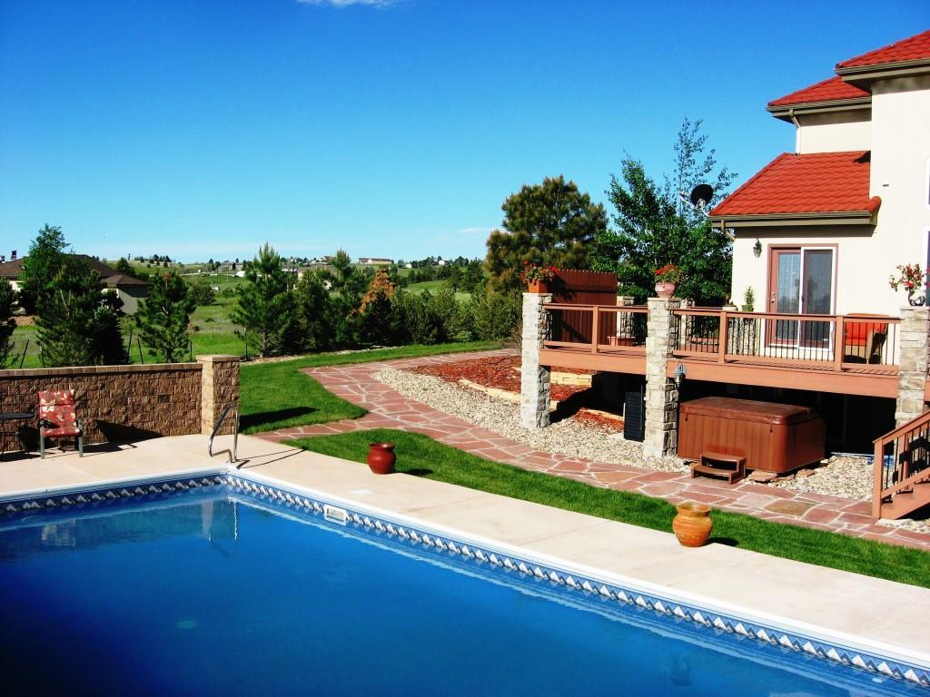Swimming pool, hot tub and deck