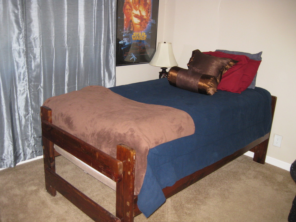 Second bedroom--twin bed