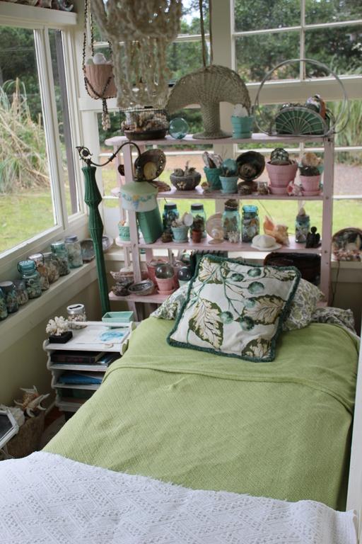 North sunroom twin bed