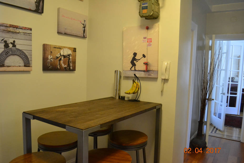 Alternative table sitting area, near kitchen