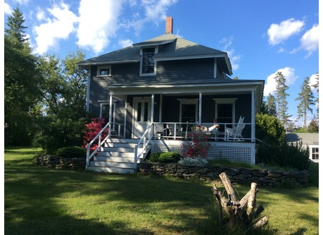 2 storey house, c1860, 2 lounges, dining room, kitchen, full bath up- and downstairs, apartment over attached garage which sleeps 4 ( 2 twin beds, one queen-sized hide-a-bed); washer/dryer in downstairs bathroom.
