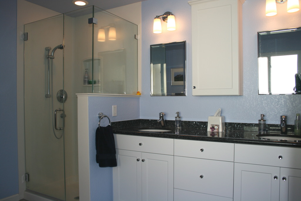 2 sinks and shower in master bathroom