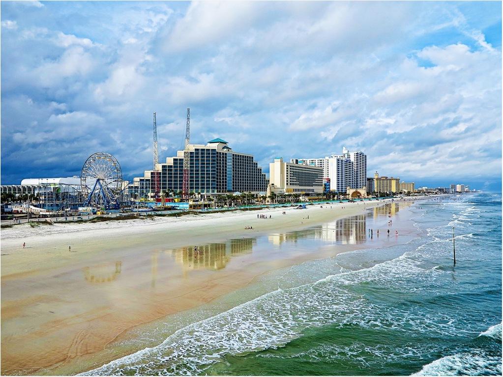 Daytona Beach - 50 minute drive