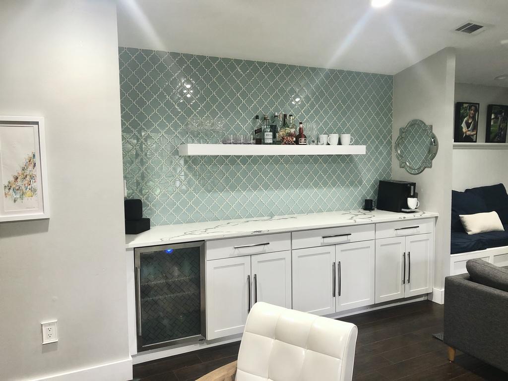 Livingroom - wine/coffee bar