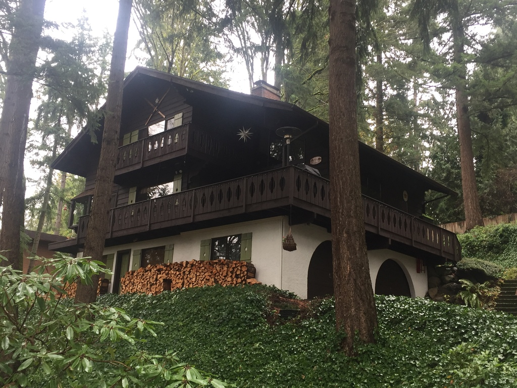 "Authentic chalet in the heart of the ""Issaquah Alps"""