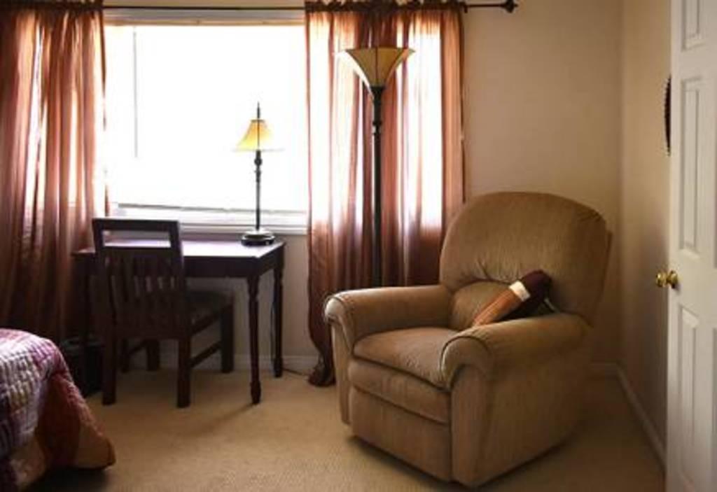 Bedroom (view-2)