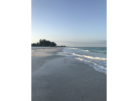 Beautiful beaches to stroll nearby
