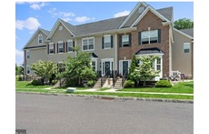 Spacious 3 Bedroom Townhouse Central to Philadelphia and New York