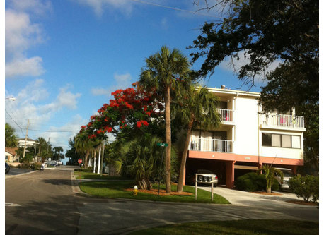 Here's our condo. Two stories. Each bedroom has a balcony. That's the Gulf of Mexico on the left-2 or 3 minutes walking.