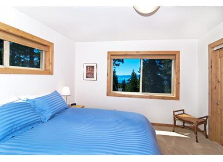 Queen bedroom, like all the bedrooms, has a beautiful lake view.