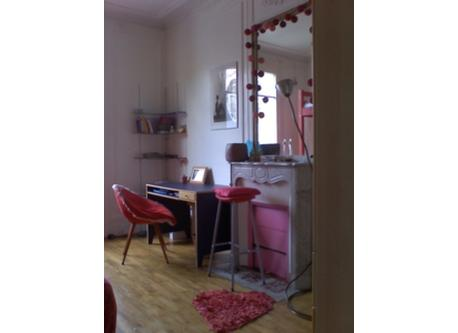 PARIS 2 BEDROOM APT DOUBLE BEDROOM WITH CHIMNEY READY TO USE