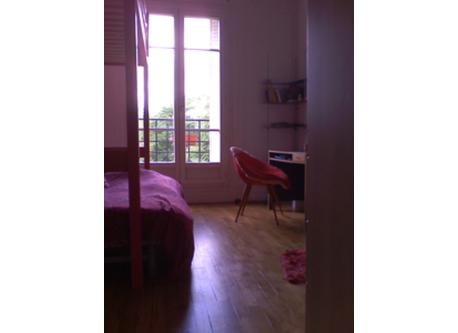 PARIS 2 BEDROOM APT DOUBLE BEDROOM WITH SINGLE BUNK BED AND OPEN DOUBLE SOFA BED
