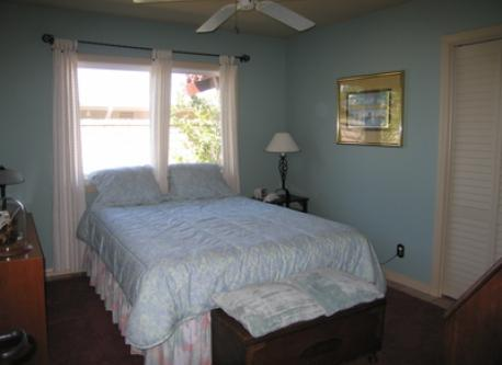 Guest Bedroom. Queen size bed (60×80 inches).