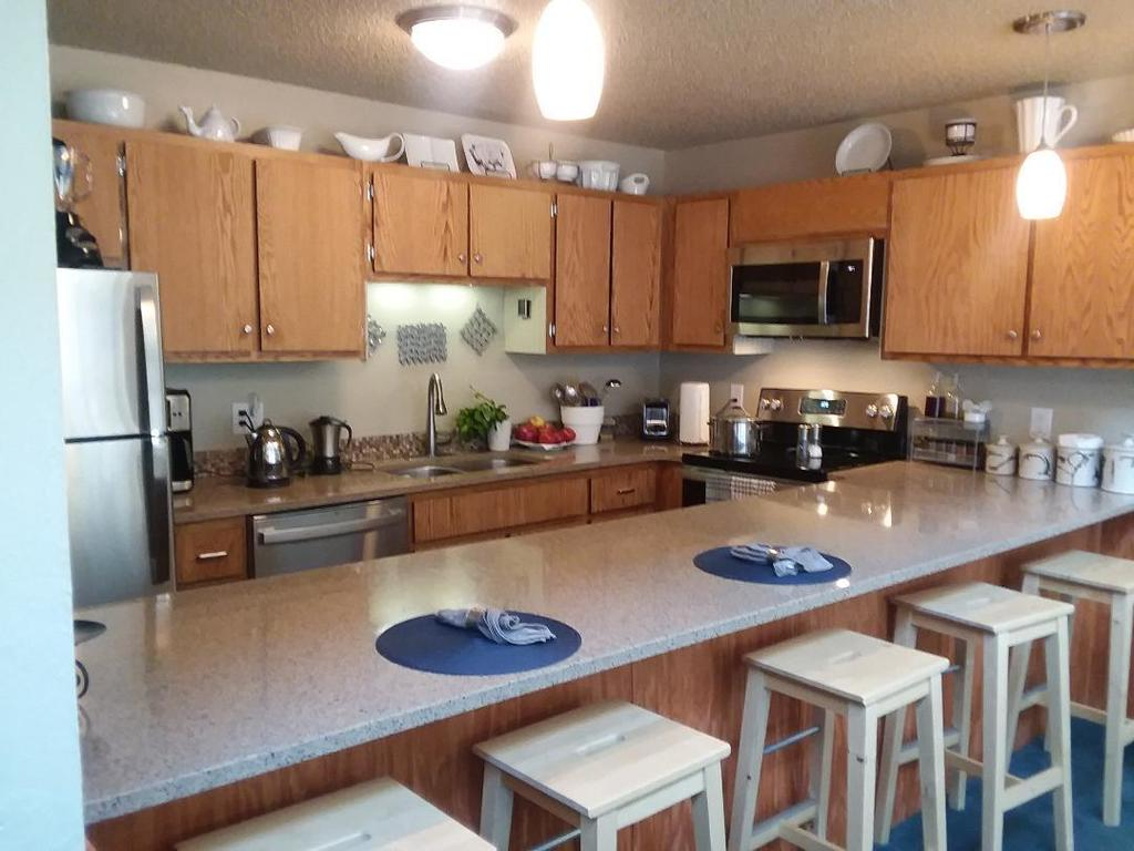 The kitchen counter top has room for breakfast & lunch -- seats five