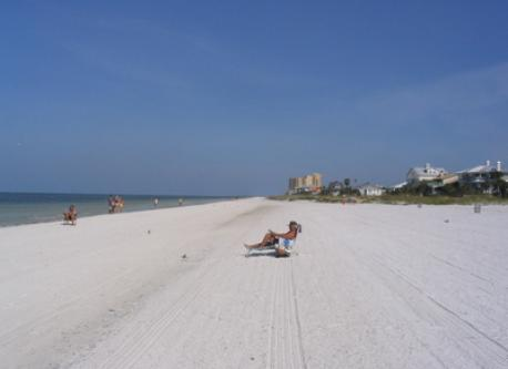 Clearwater Beach - Beautiful white sand; 30 minute drive