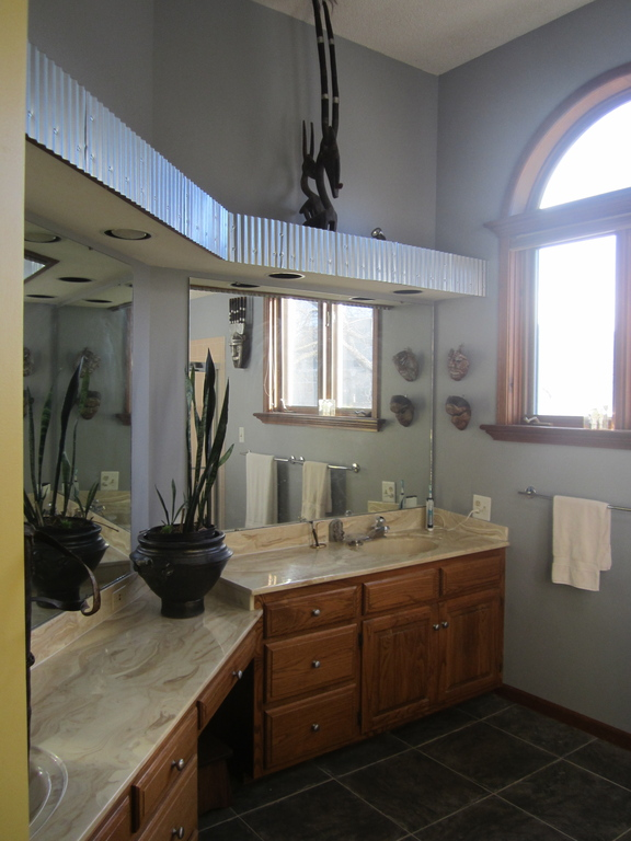 Large sunny Bathroom