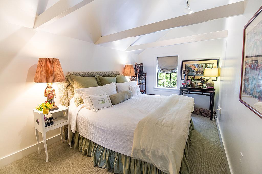 Upstairs King Ensuite Bedroom - New Orleans