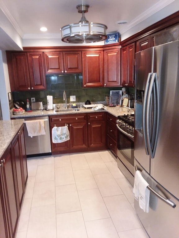 Kitchen with gas oven, microwave oven