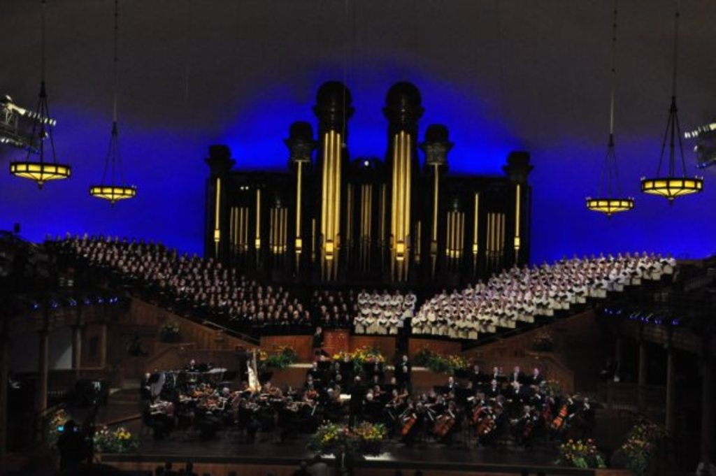 Mormon Tabernacle Choir free weekly concert- 5 minutes away