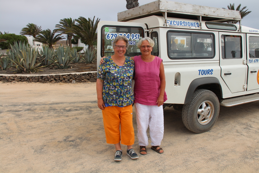 Viviane (left) and Ria (right) in Lanzarote, La Graciosa, 2016